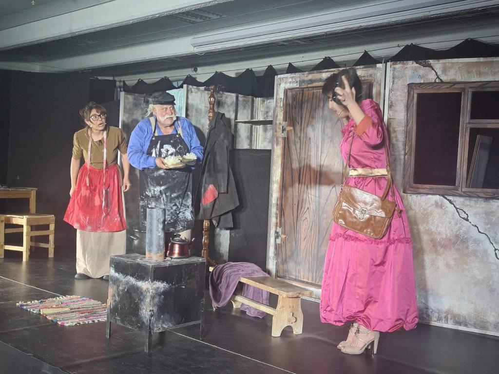 """عرض رائع لمسرحية """" الاسكافي والاقزام """" اليوم، والأربعاء المقبل انتم مدعوون لحضور مسرحية """" نورة """" في حارة المبلطة"""