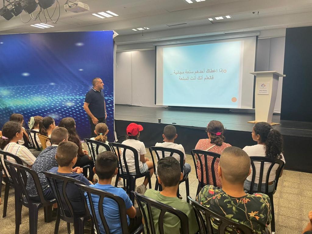 المراكز الجماهيرية أسوار عكا تنظم محاضرة حول الانترنت الامن للقادة الصغار.