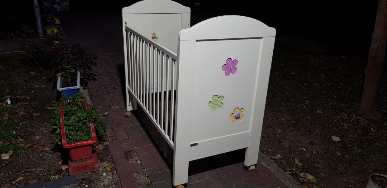 الخير منك وفيك: سرير أطفال خشب بحالة ممتازة