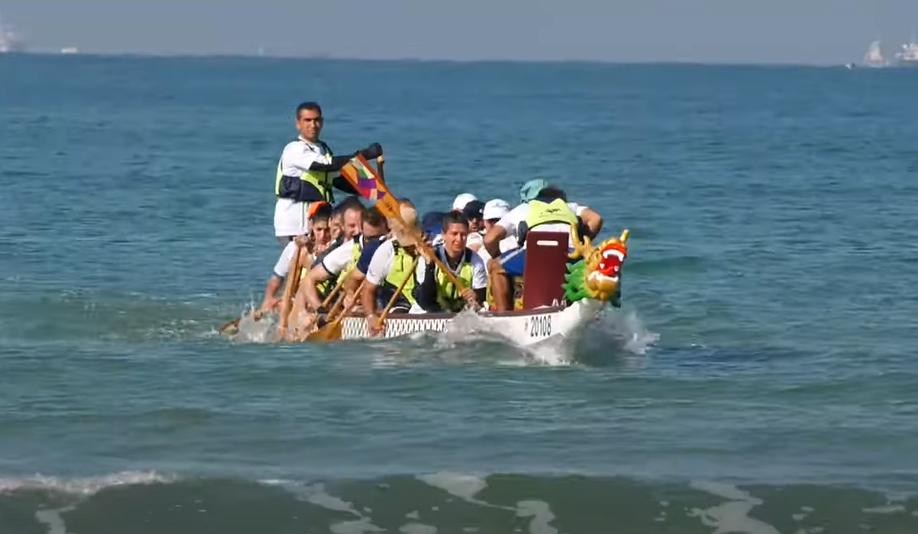 نادي الدولفينز النادي البحري الجماهيري الاول في البلاد